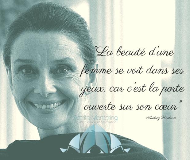 _La beauté d'une femme se voit dans ses yeux, car c'est la porte ouverte sur son cœur_